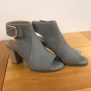 Vionic Blakely open toe shoes 8